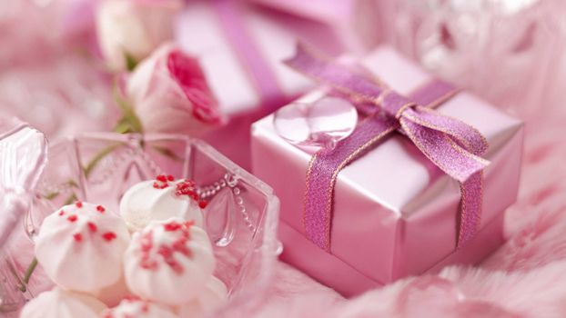Pink-Gift